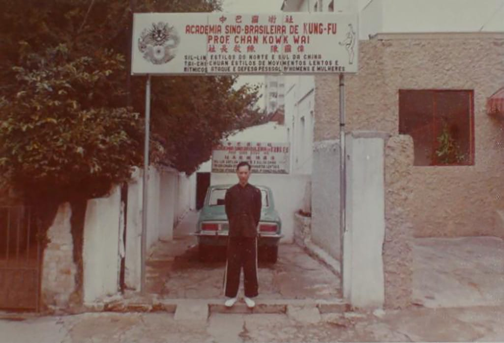 Historical Shot of Chan Kwok Wai in front of his Academia Brasileira de Kung Fu
